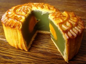 Photo of a mooncake with a Chinese character stamped on top.